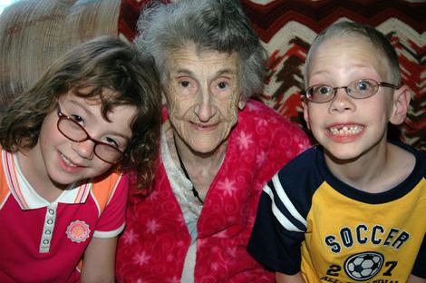Grandma_and_kids